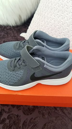 Nike Revolution 4 Boys shoes Size: 2.5 for Sale in Nuevo, CA