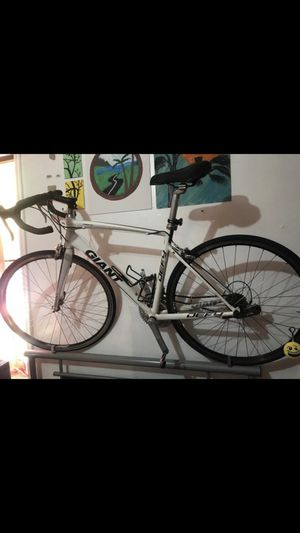 Bike giant size m ready for Sale in The Bronx, NY