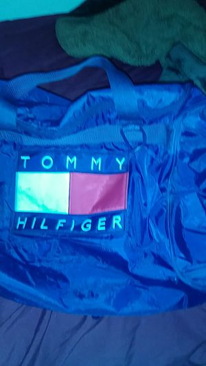 Tommy hilfiger duffle bag for Sale in Fresno, CA