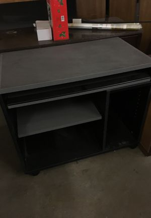 Small computer desk for Sale in McKees Rocks, PA