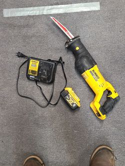 Dewalt 20v Sawzall with 5ah And Charger $100 for Sale in Tukwila,  WA
