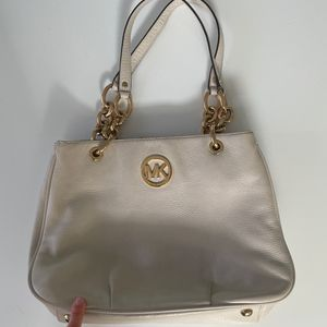 Michael Kors White And Gold Purse for Sale in Tampa, FL