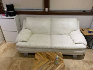 White Real leather couch for Sale in Hialeah, FL