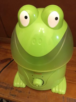 Crane Ultrasonic Cool Mist Humidifier – Green Frog for Sale in Levittown, NY