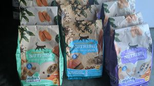 Rachael Ray cat food 3 lbs per bag (10 bags total) for Sale in Columbia, SC