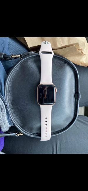 Series 5 Apple Watch (Rose gold) ! for Sale in Alexandria, VA