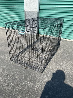 Large dog crate (2 door) for Sale in Las Vegas, NV