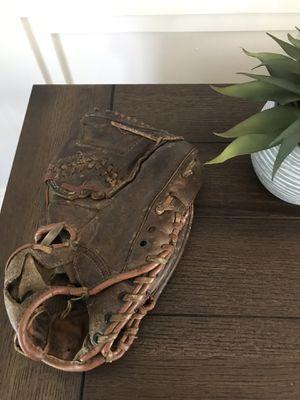 Vintage Macgregor Hank Aaron baseball glove for Sale in Coram, NY