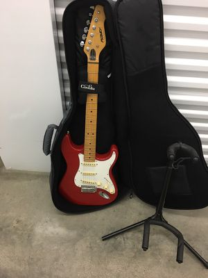PEAVEY ELECTRIC GUITAR WITH STAND & SOFT CARRYING CASE for Sale in Chicago, IL
