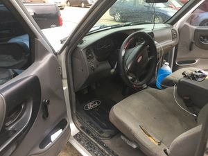 Vendo ford ranger es 2001 estandar 4 cilindros vuena pal travago for Sale in Dallas, TX