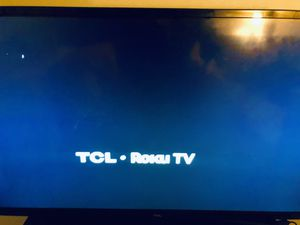 32 inch roku smart tv with wall mount for Sale in Pflugerville, TX
