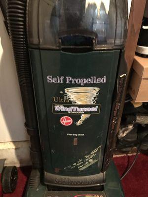 Hoover self propelled powerful vacuum for Sale in Ringwood, NJ