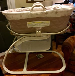 Babies R Us Keep Me Near Bassinet with Moses Basket Cream/Taupe for Sale in Washington, DC