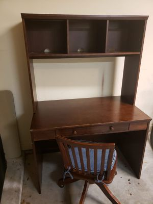 Pottery Barn Desk with Chair in Very Good condition for Sale in Houston, TX