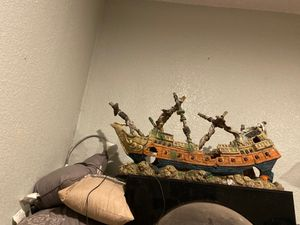 Large ship for fish tank for Sale in Prineville, OR