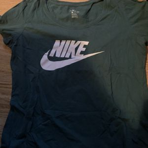 Nike Shirt Womens Size Large for Sale in Mableton, GA