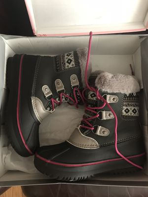 Brand new, girls warm winter boots size 2. Waterproof. Box included. Never used. for Sale in Warren, MI