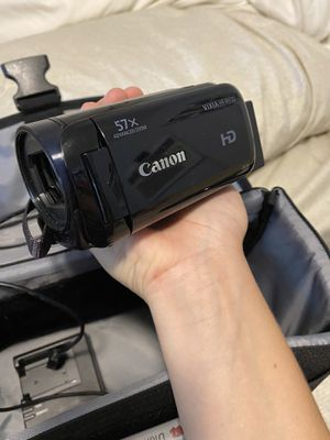 Canon Camcorder vixia hf r600 for Sale in Vacaville, CA