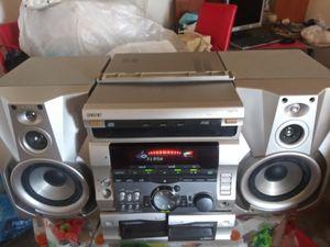 Equipo de sonido marca zony dos tremendas bocinas todo por 100 es radio y casetera for Sale in Miami, FL