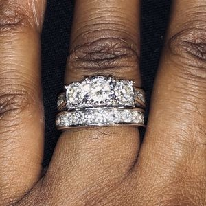 14k WHITE GOLD DIAMOND WEDDING BAND AND ENGAGEMENT RING. for Sale in Detroit, MI