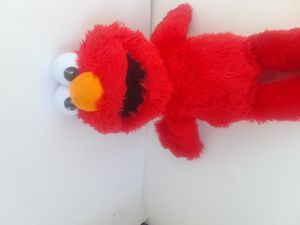 Tickle me Elmo that shakes and talks for Sale in DeFuniak Springs, FL