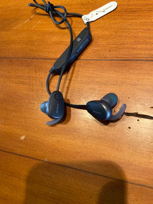 Sony Wireless in ear sports headphones WI-SP600 for Sale in Chandler, AZ