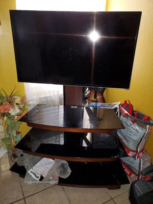 "35"" smart vizo tv with entertainment center for Sale in Laredo, TX"