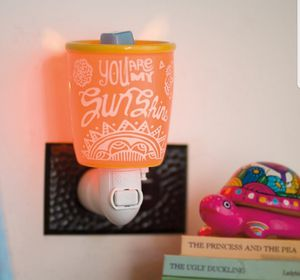 Scentsy wall plug in warmer NEW for Sale in Hollywood, FL