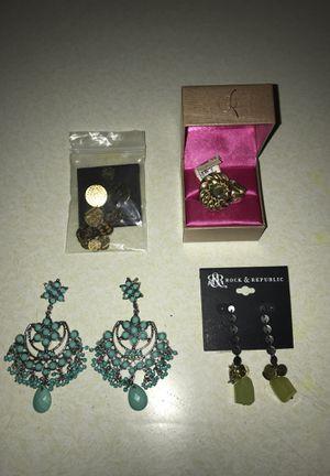 Earrings $10!! for Sale in Clovis, CA