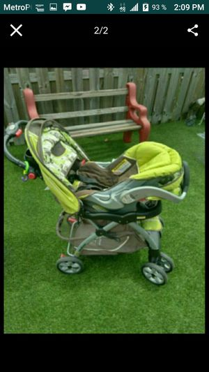 Stroller whit car seat for Sale in Miami Gardens, FL