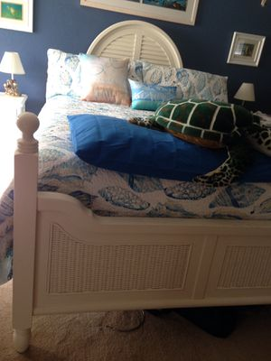 Coastal queen bed frame with headboard and footboard for Sale in Winter Haven, FL