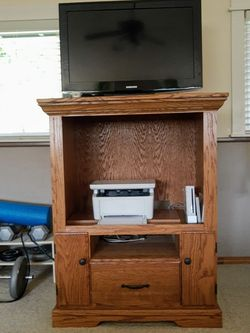 Oak Storage Cabinet ~ TV Stand~ Gaming Console for Sale in Everett,  WA