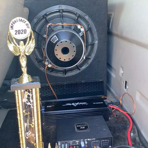 Skar Evl15 And Skar 1200 Watt Amp for Sale in Burleson, TX