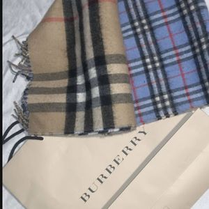 BRAND NEW W/O TAGS BURBERRY TAN/BLUE CASHMERE SCARF for Sale in Katy, TX