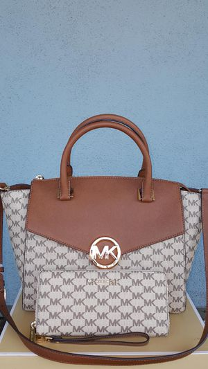 New Authentic Michael Kors Large Handbag Comes With A Long Shoulder Strap And Large Wallet 🎁🎁🎁🎁 for Sale in Pico Rivera, CA