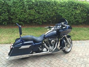 2012 Harley Davidson road glide like new lots of custom parts for Sale in Miami, FL