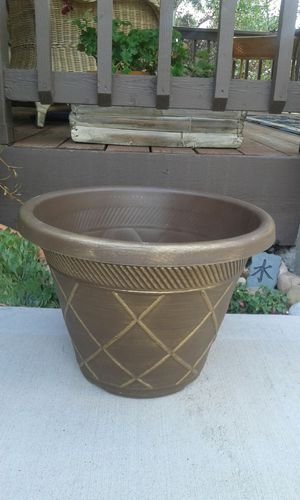 Flower pot ( New) for Sale in Colorado Springs, CO