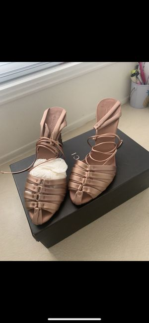 Gucci shoes 👠 size 7 1/2 for Sale in Ontario, CA