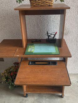 Childrens Desk for Sale in Dinuba,  CA