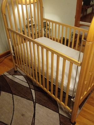 Simmons baby crib with mattress $50 for Sale in Baltimore, MD