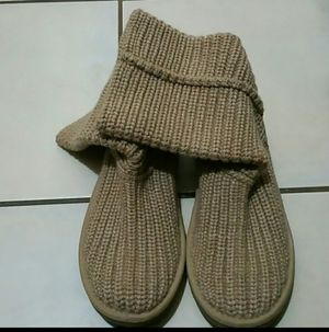 UGG Tan Knit Boots Size 6 for Sale in Riverside, CA