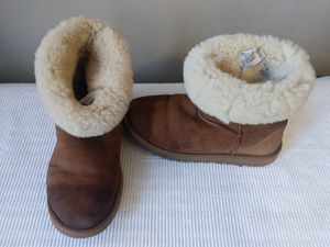 UGGS Size 8 for Sale in Chicago, IL