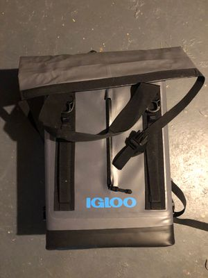 Soft sided igloo cooler (backpack). for Sale in Clayton, MO