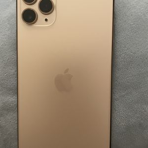 iPhone 11 Pro Max (gold) for Sale in Moreno Valley, CA