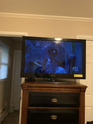 Emerson 40 inch TV' Very good condition WORKS WELL for Sale in Decatur, GA