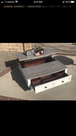 Coffee table for Sale in Rancho Cucamonga, CA