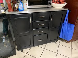 Small kitchen table for Sale in Newark, CA