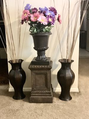 """4 ovary 2 brown 20""""vases free sticks with 20""""pedestal and flower pot still available for pick up in Gaithersburg md20877 for Sale in Gaithersburg, MD"""