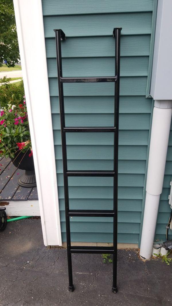 Camper bunk bed ladder