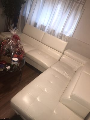 Nice white leather couch for Sale in Chicago, IL